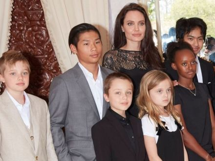 Angelina-Jolie-and-kids